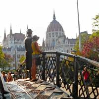 5 Common Travel Scams To Avoid